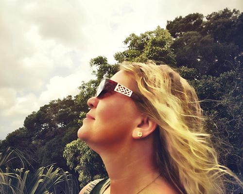 Lynette and sunglasses © dewitt jones