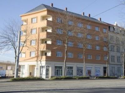 Nur noch eine Mietpartei wohnt in der Großenhainer Straße 63. Jetzt will die Stadt die restlichen Wohnungen mieten, um Flüchtlinge unterzubringen. Foto: M. Arndt