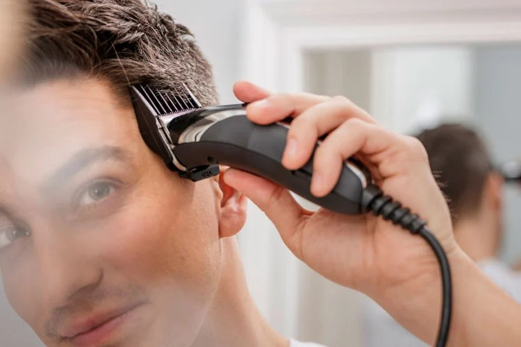 How To Fade Hair: Do A Fade Haircut Yourself with Clippers (2020 ...