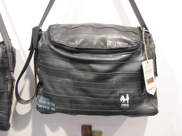Vaho man bag Barcelona made of recycled tyres