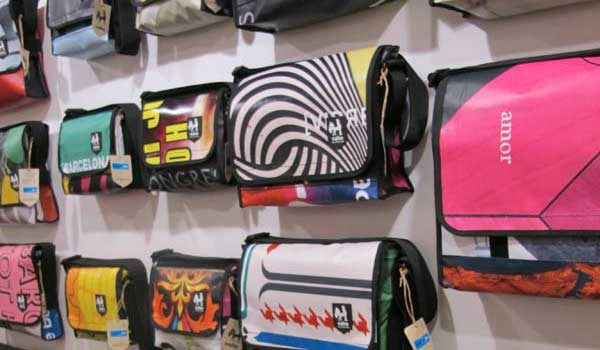 Vaho Man Bags – Using Old Advertising Banners Into Funky Bags