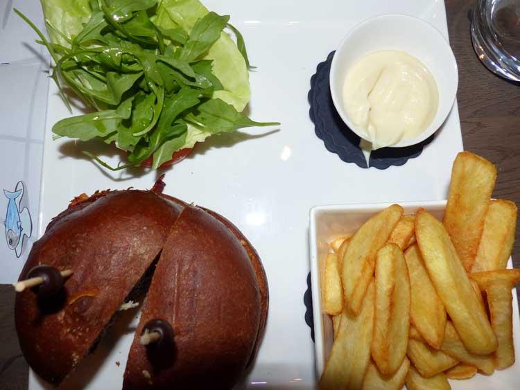 Carlton-Ambassador-Restaurant-The-Hague-MenStyleFashion-food-review-burger-and-chips
