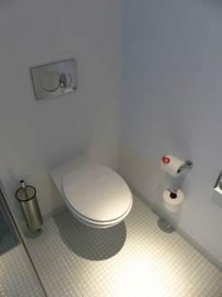 Nhow-Rotterdam-MenStyleFashion-Review-2015.--toilet