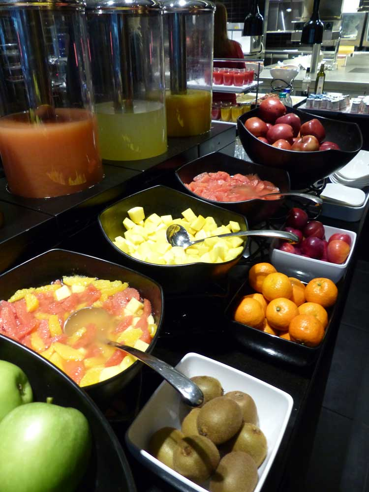 TheHotel-Brussels-Menstylefashion-2015-review-breakfast-fruitjpg
