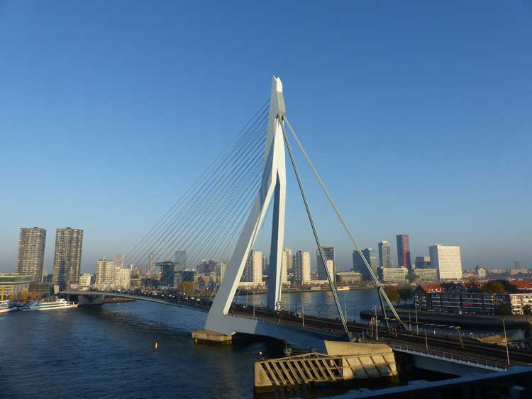 nhow-rotterdam-erasmus-bridge-roof-terrace-view