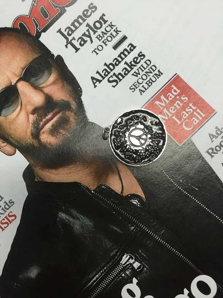 Ringo Star Peace Sign Pendant (54.6kb)