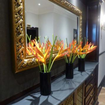 The-Bailey's-Hotel-London--Flowers-and-Mirror