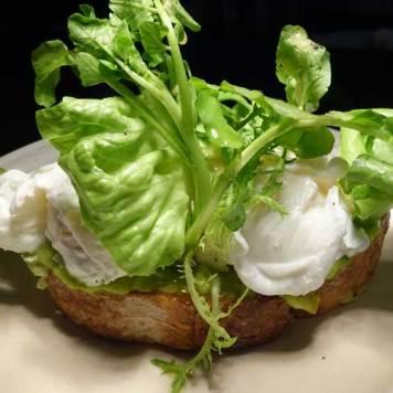 poached-eggs-station-Alila.jpg-avacado
