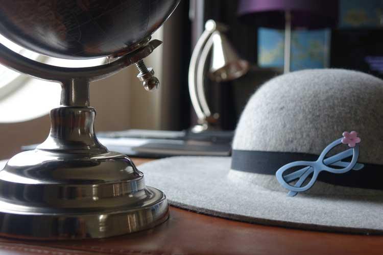 luxury-suites-amsterdam-gracie-opulanza-hat-and-eyewear