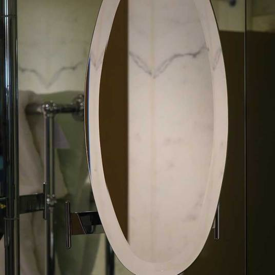 Oval shaped shaving mirror