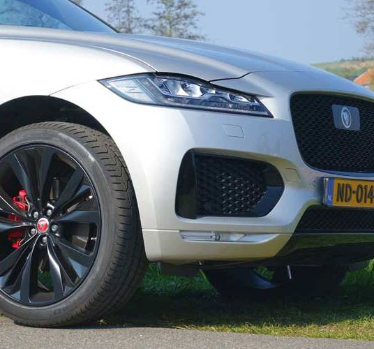 F-pace-model-S-Holland-16