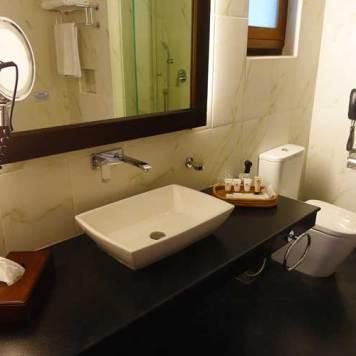 Earl's Regency Hotel - Kandy Jungle Luxury room MenStyleFashion 2017 Sri Lanka (7)
