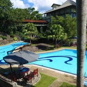 Earl's Regency Hotel - Kandy Jungle Swimming pool MenStyleFashion 2017 (2)