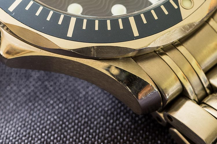 """""""Deep marks around the case distracting from an otherwise beautiful watch"""""""