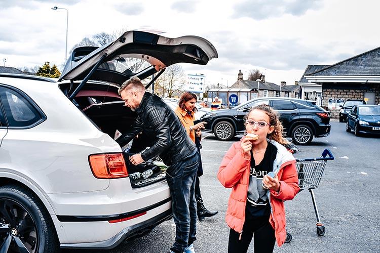 Bentley bentayga SUV V8 Lifestyle menstylefashion (1)