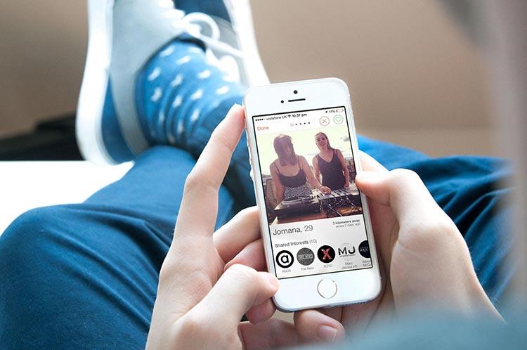 Loving From An App – Is Romance Dead?
