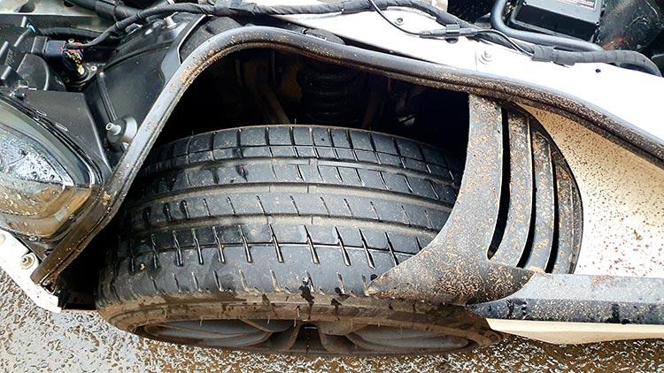 Aston Martin DB11 Pearl White MenStyleFashion (6) tyres