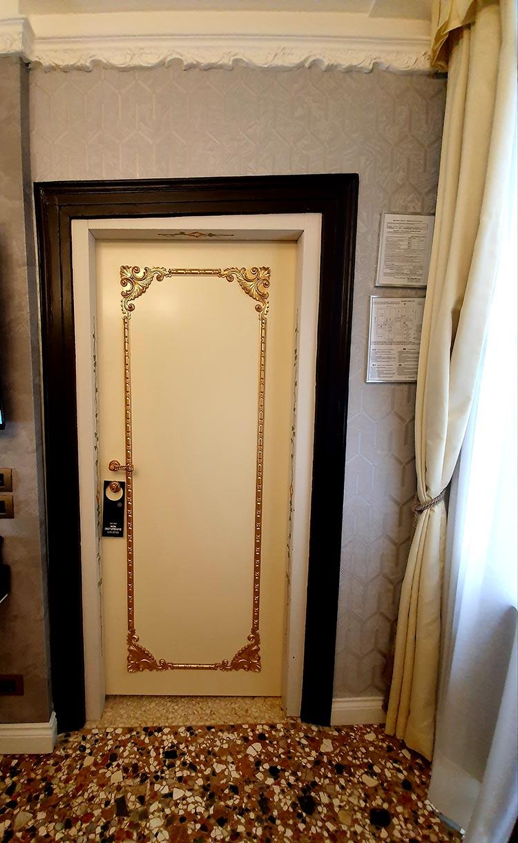 Ego-Boutique-Hotel-Venice-Rialto-Bridge-crooked-door