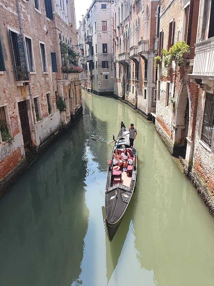 Every gondola is 11 meters long, 1.40m wide and 0.65 meters high photography gracie opulanza venice 2020 summer july (3)