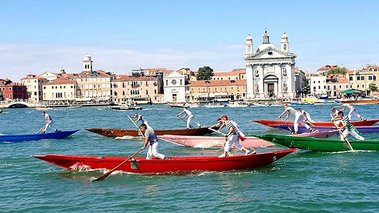 Festa delRedentore - Venice's Beautiful Gondola Race MENsTYLEFashion 2020 Italy summer (2)