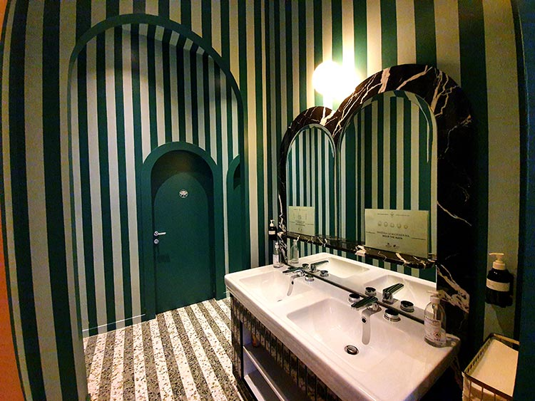 Il Palazzo Experimental - The Modern Venice Hotel Reviewed bathroom