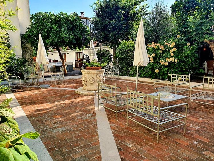 Relais Alberti Lido Venice - Fourteenth Century Venetian Hotel (7) garden