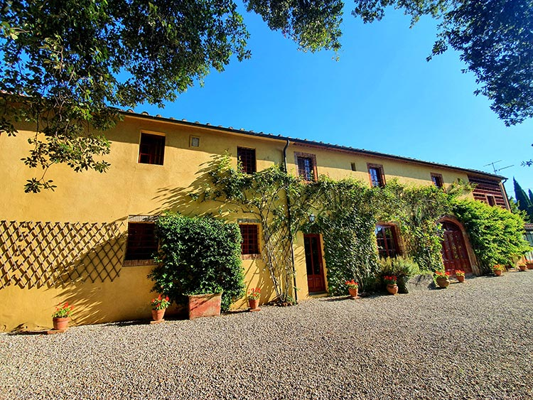 Fattoria Mansi Bernardini Casa Maria 2020 MenStyleFashion Al Fresco dining (3) Casa Maria