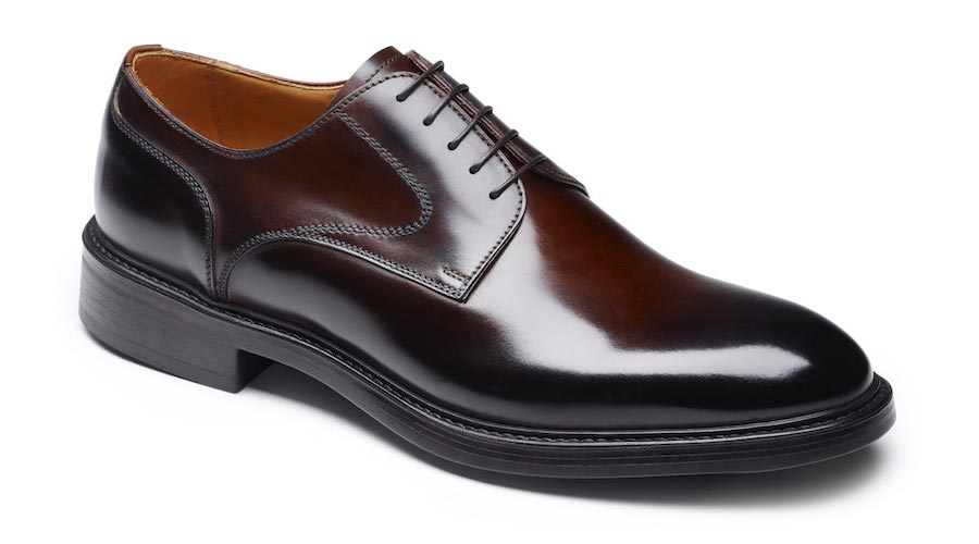 Oxford style shoes for men