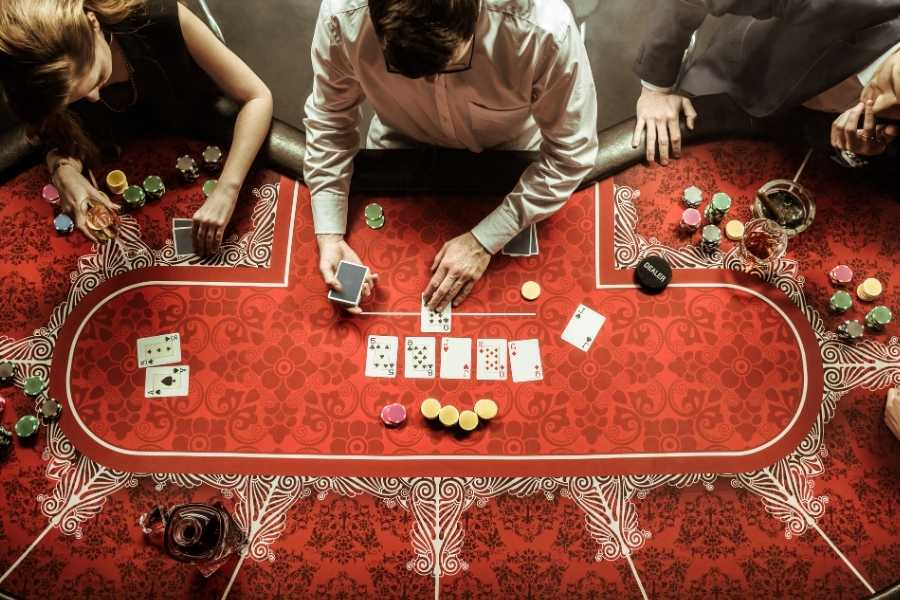 Casino fashion red
