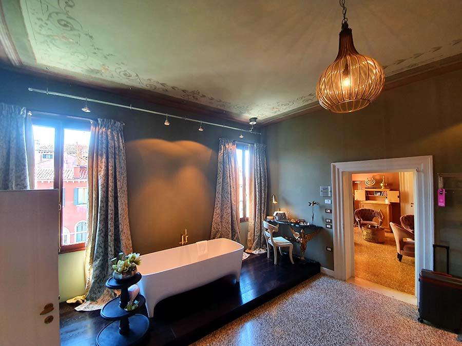 Palazzo Heureka Venice bath suite