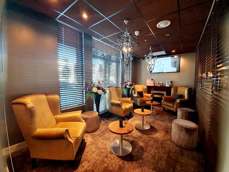 relaxing room kingsize Royal Suite Luxury Suites Amsterdam