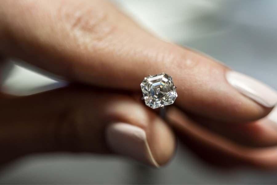 How to Buy a Diamond as A Man