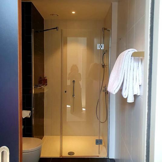 Staybridge-bathroom