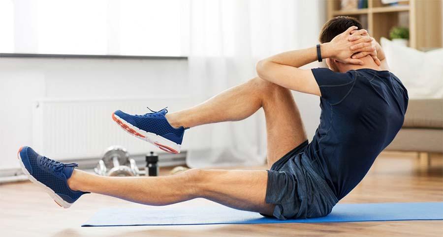 Los abdominales son parte de la rutina de ejercicios de Sean O'pry