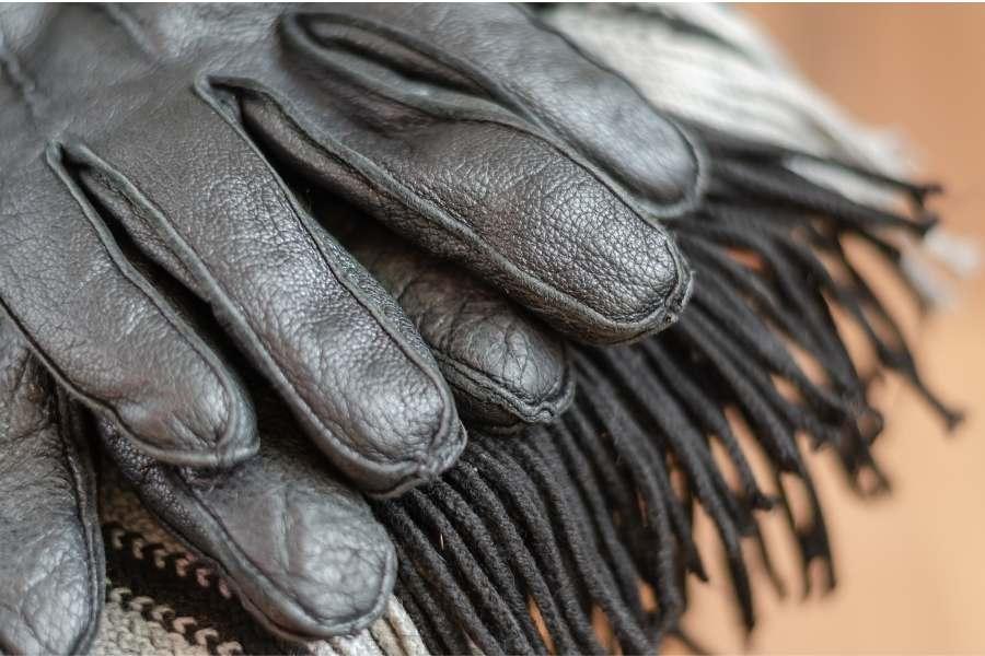 Handschuhe und Schals