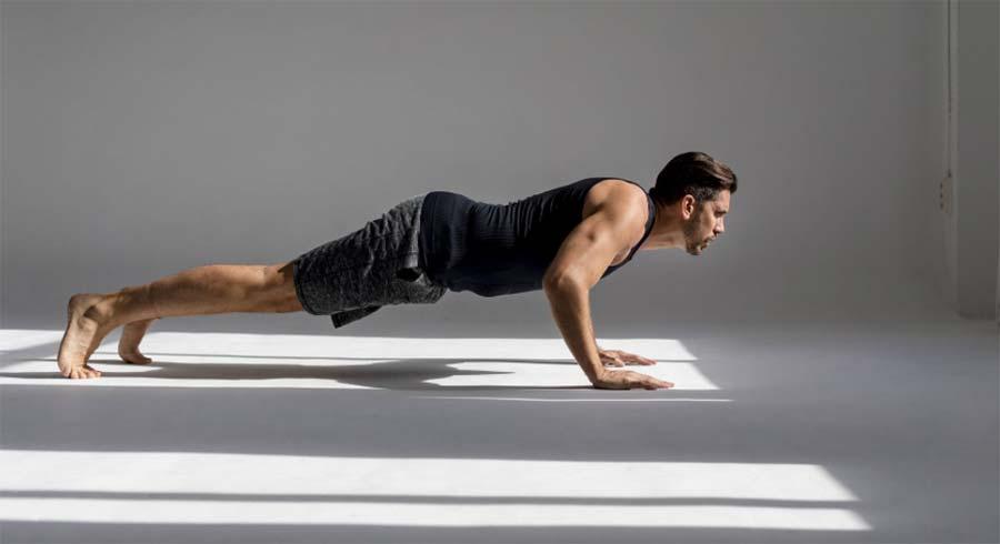 Las flexiones son otro ejercicio que hace Sean O'pry para mantenerse en forma