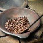 Auf der Plantage wird neben vielen einheimischen Nutzpflanzen vor allem Kaffee angebaut. Der wird dann zum Teil auch gleich hier geröstet, damit die Touris das mal sehen und probieren können.