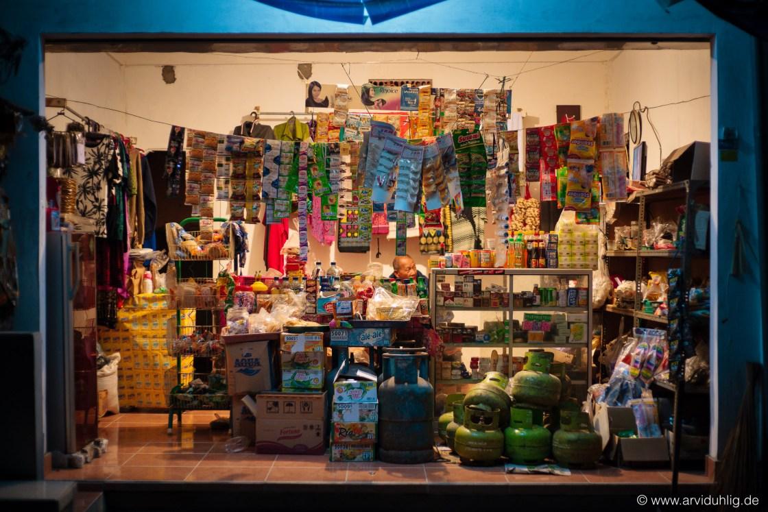 Ob Gas, Süßigkeiten, Klamotten oder Aspirin. Hier gibt es alles. Und von diesen Läden gibt es unendlich viele hier auf Bali.