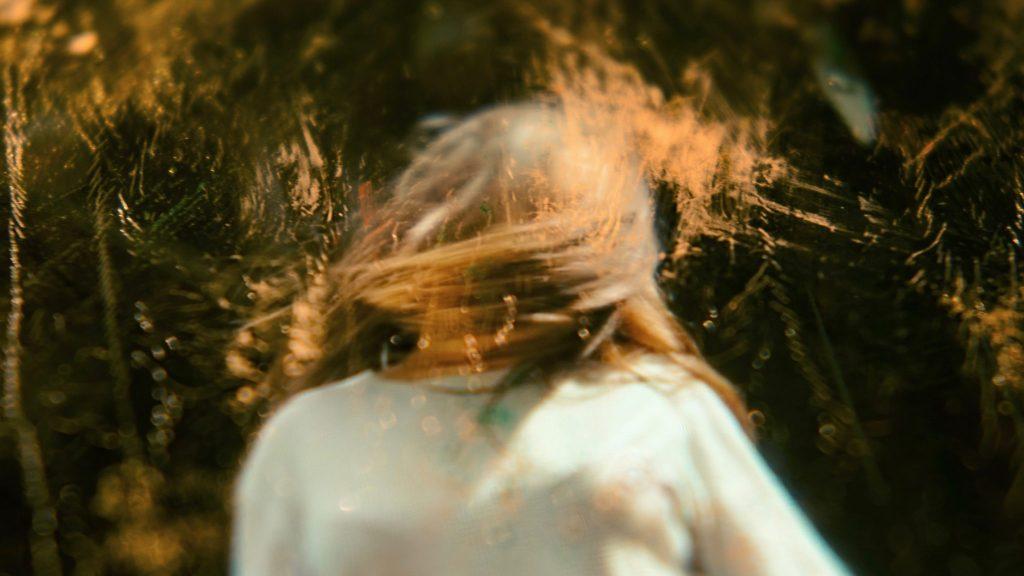 """""""Über das Leben mit einer Essstörung und warum man sie wieder loswerden sollte"""" – Photo by JR Korpa on Unsplash"""