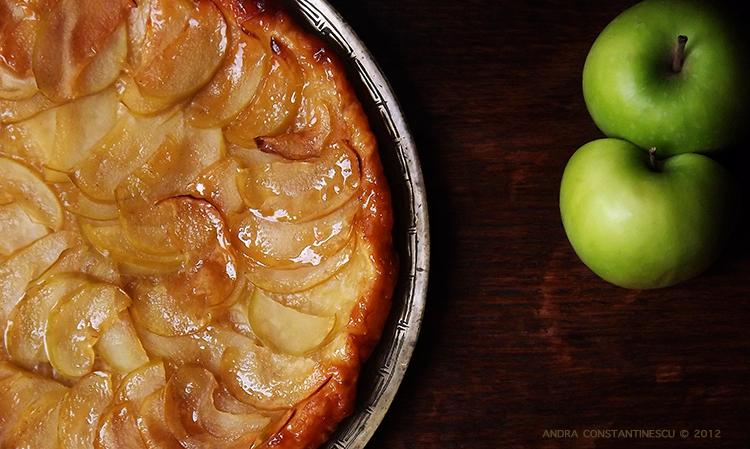 Tarta cu mere, cimbru lamaios si piper