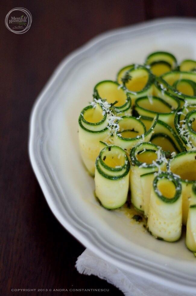 salata-raw-de-zucchini