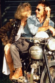 Frank Herholdt Couple sitting on stationary motorbike Collezione The Image Bank Getty Images