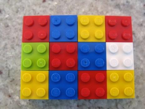 Esplorare i fattori di 48 usando il modello area e i mattoncini Lego.