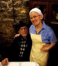 Don Gallo con la cuoca Ina