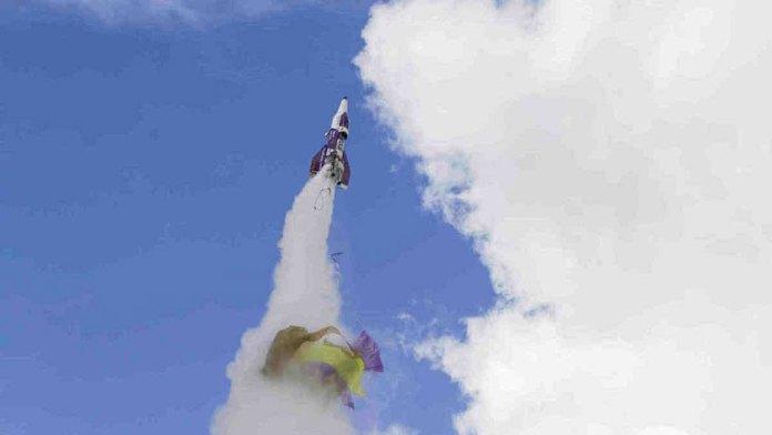 Um um lançamento de foguete que deu muito errado um terraplanista morreu. Mike hughes pretendia tirar uma foto do espaço para provar terra plana