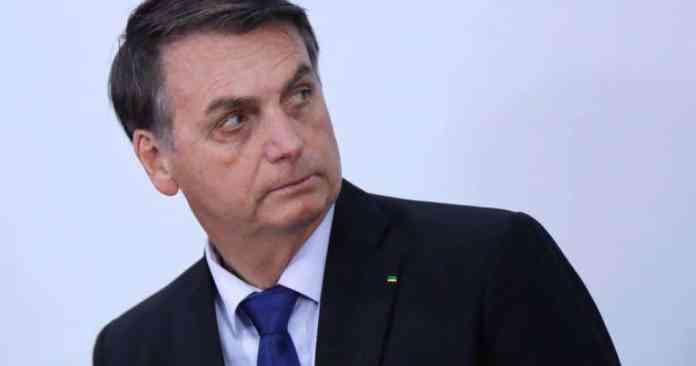 """Presidente Jair Bolsonaro Alterado, diz ter as """"armas da democracia"""" nas mãos"""