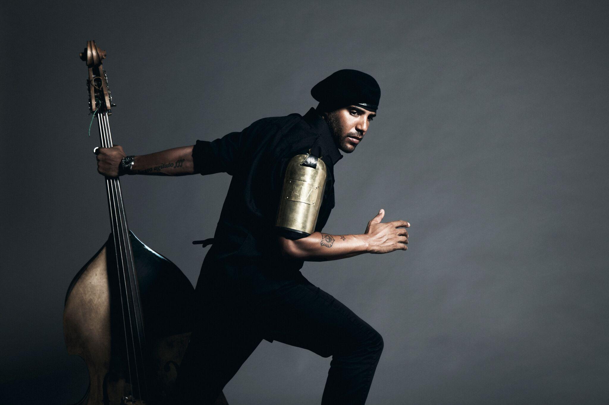ESCLUSIVA – Miles Mosley: la musica tra spiritualità e magia