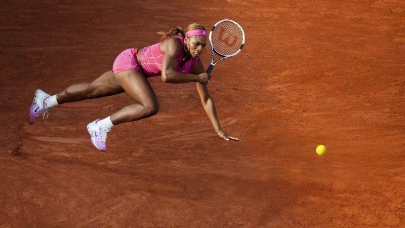Perché la pallina da tennis è gialla… o forse verde
