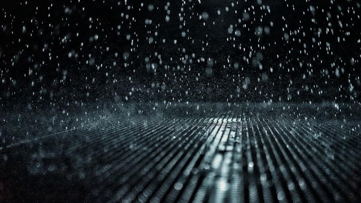 'Sfiorare, sfiorire': La polvere nell'acqua di Mario De Santis