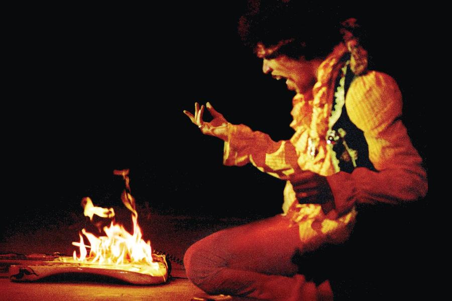 Mezzo secolo senza Jimi Hendrix, il dio nero e mancino